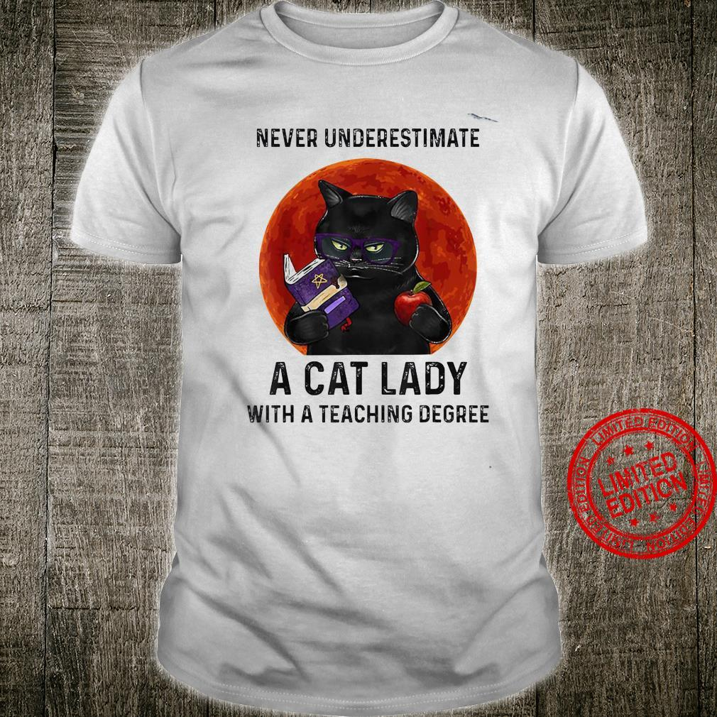 Never Underestimate A Cat Lady With A Teaching Degree Shirt unisex